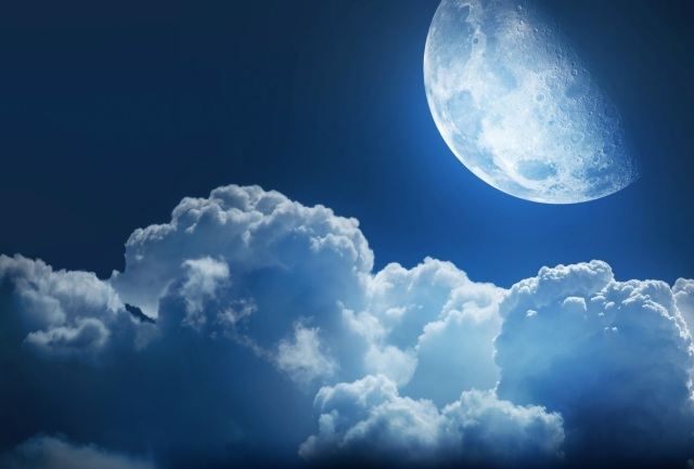 Real8magic_Sky_Moon_Clouds
